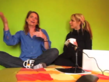 A Frank Conversation Between 2 Traveling Moms About Unschooling & Education [VIDEO]