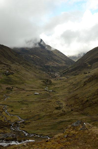 Quiswarani Valley. photo by lorenesudamerica